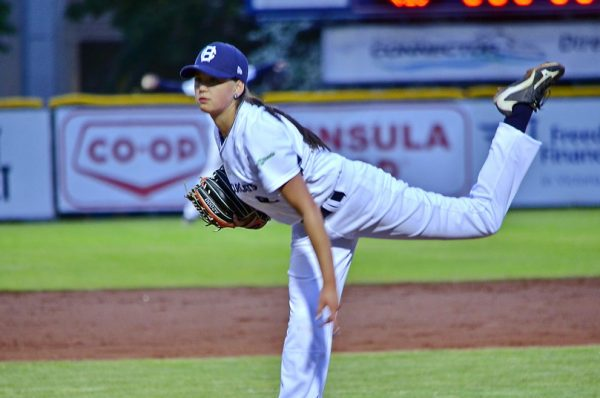 HarbourCats_Eccles_Pitching1-600x398